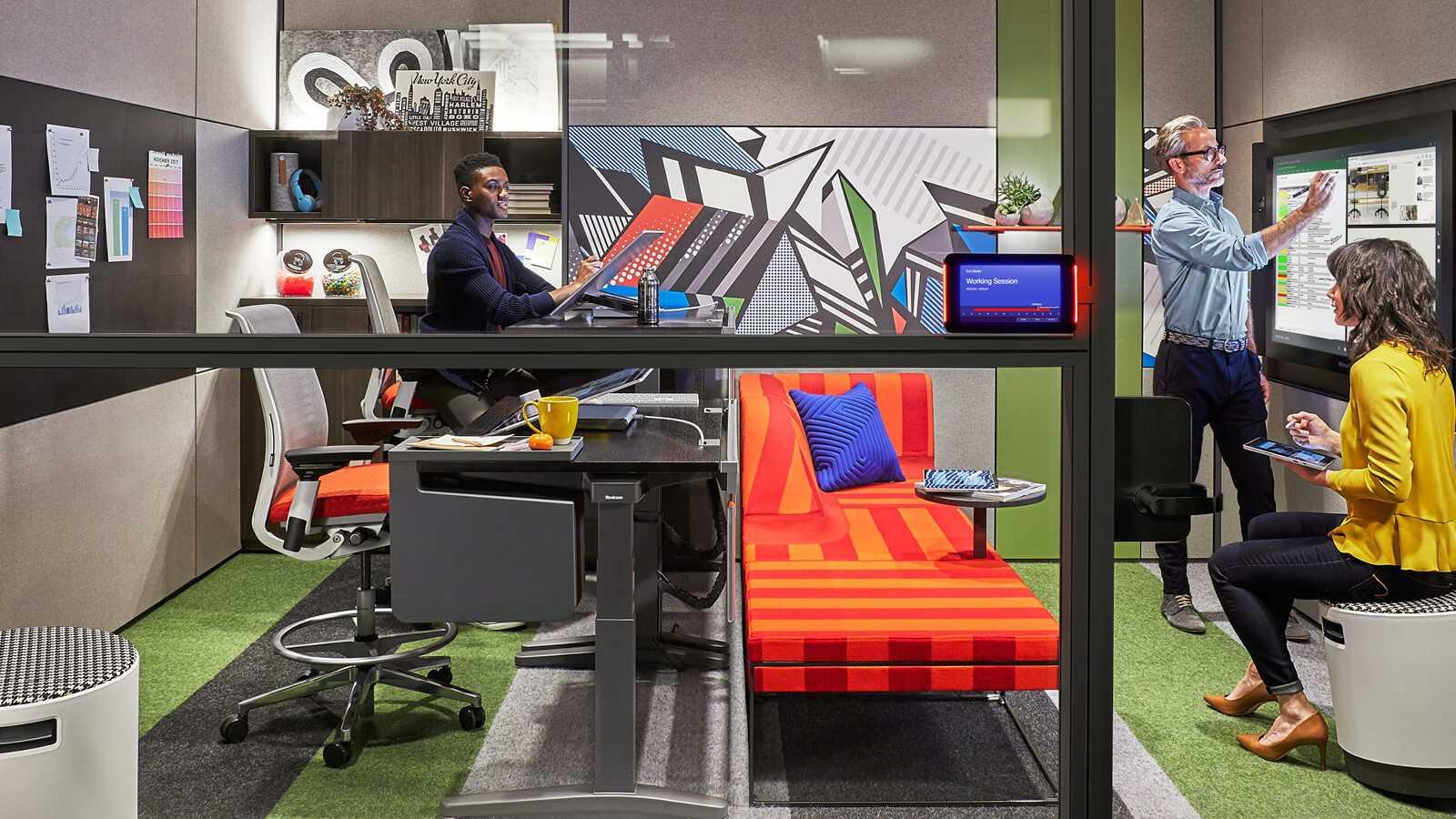 Kontor miljø hvor der arbejdes med Microsofts programmer