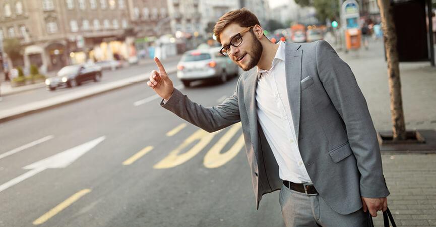 Mand nødsaget til at tage en taxi for at nå til arbejdet til tiden