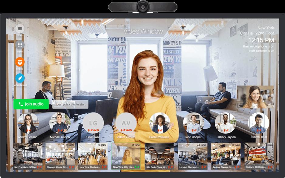 En kvinder der står på en skærm der køre på Video Windows software.