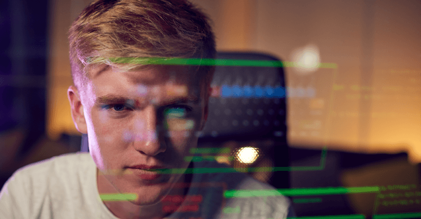 En hacker der prøver at komme ind på din PC, men fordi du har en Firewall kan han ikke.